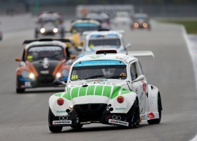 Leader Racing en Monster by Milo pingpongen naar pole positie in Assen